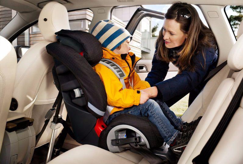 VOLVO INTERGRATED CHILD SEAT 4