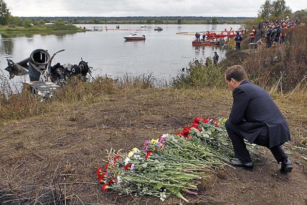 Дмитрий Медведев на месте крушения Як 42Д