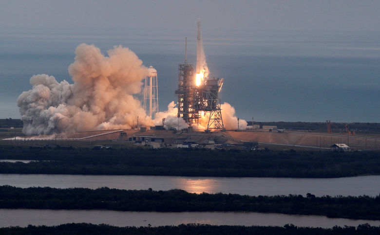 2017-02-19T151800Z 2128353891 RC183F2B2F10 RTRMADP 3 SPACE-SPACEX-LAUNCH