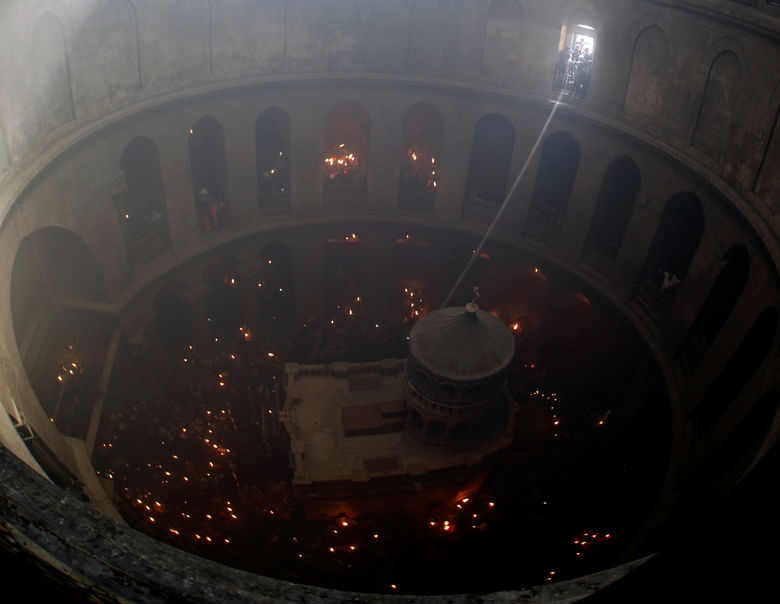 2017-04-15T124715Z 1535803291 RC1DF0758A90 RTRMADP 3 RELIGION-EASTER-HOLY-FIRE