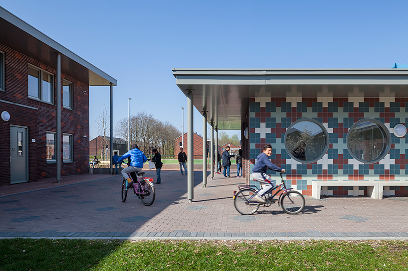 COA reception centre for asylum seekers ter apel netherlands felixx de zwarte hon designboom 10