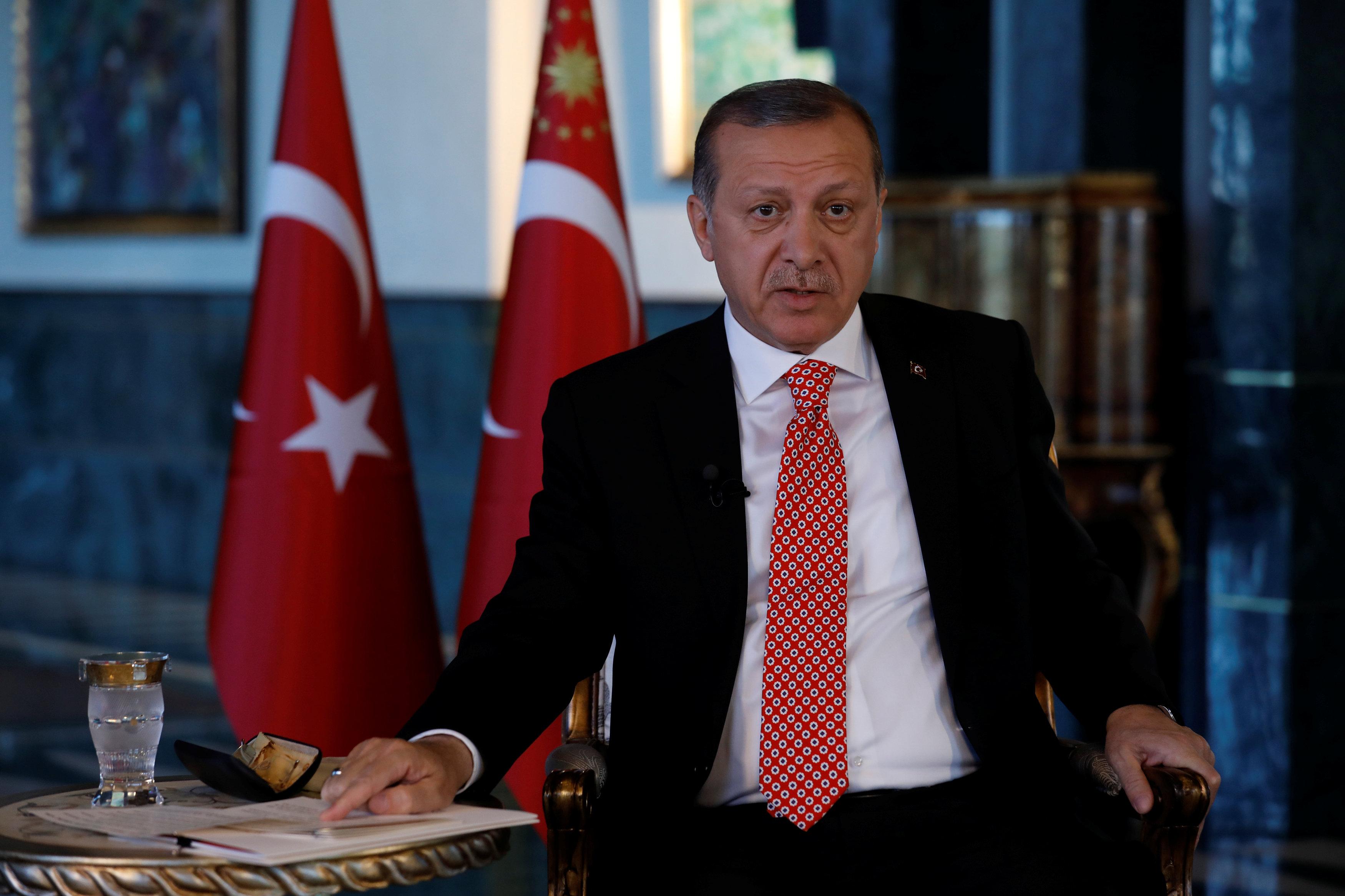 2017 04 25T182736Z 916890522 RC15E013F680 RTRMADP 3 TURKEY POLITICS ERDOGAN