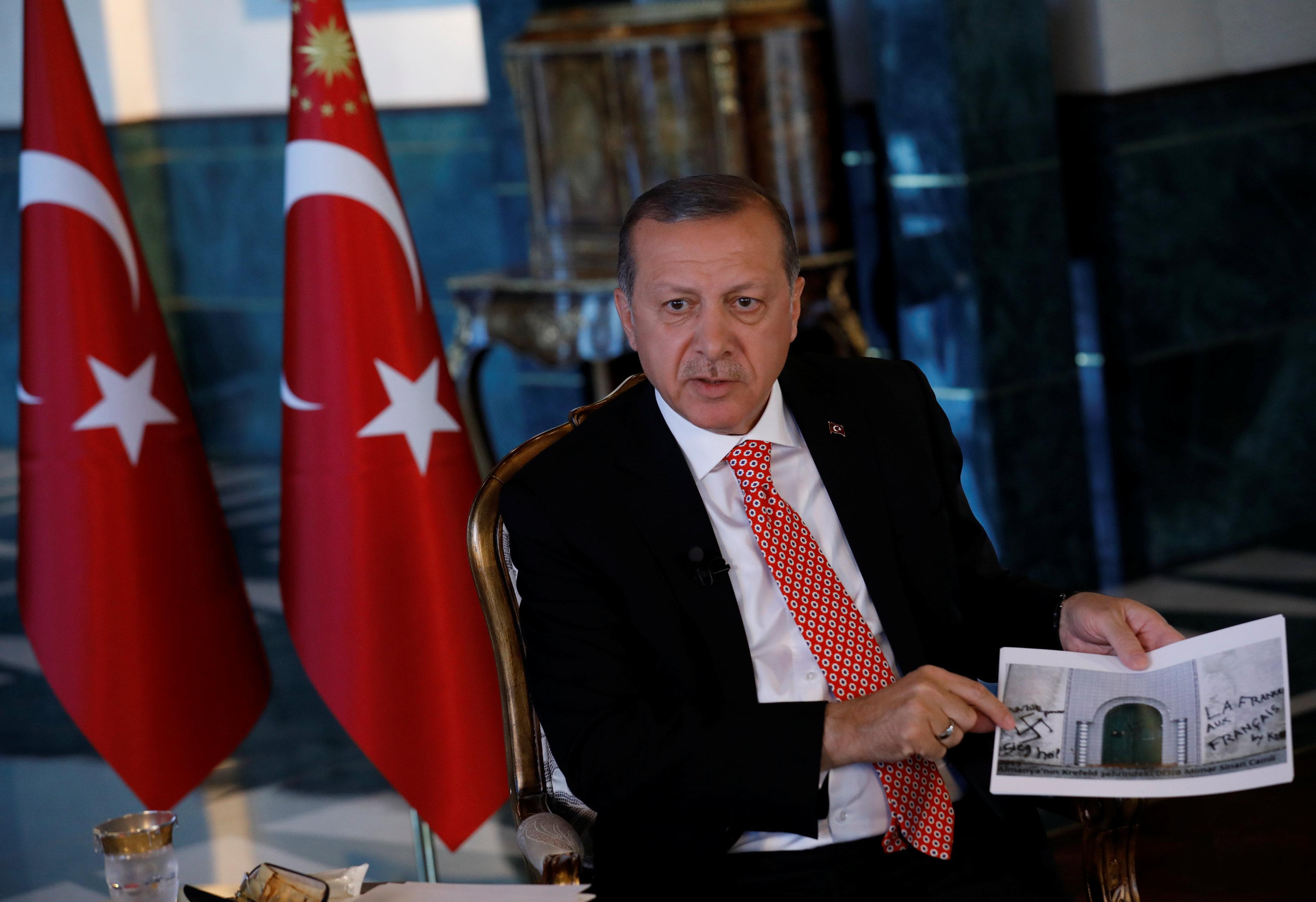 2017 04 25T183220Z 1335972058 RC1BC9140240 RTRMADP 3 TURKEY POLITICS ERDOGAN