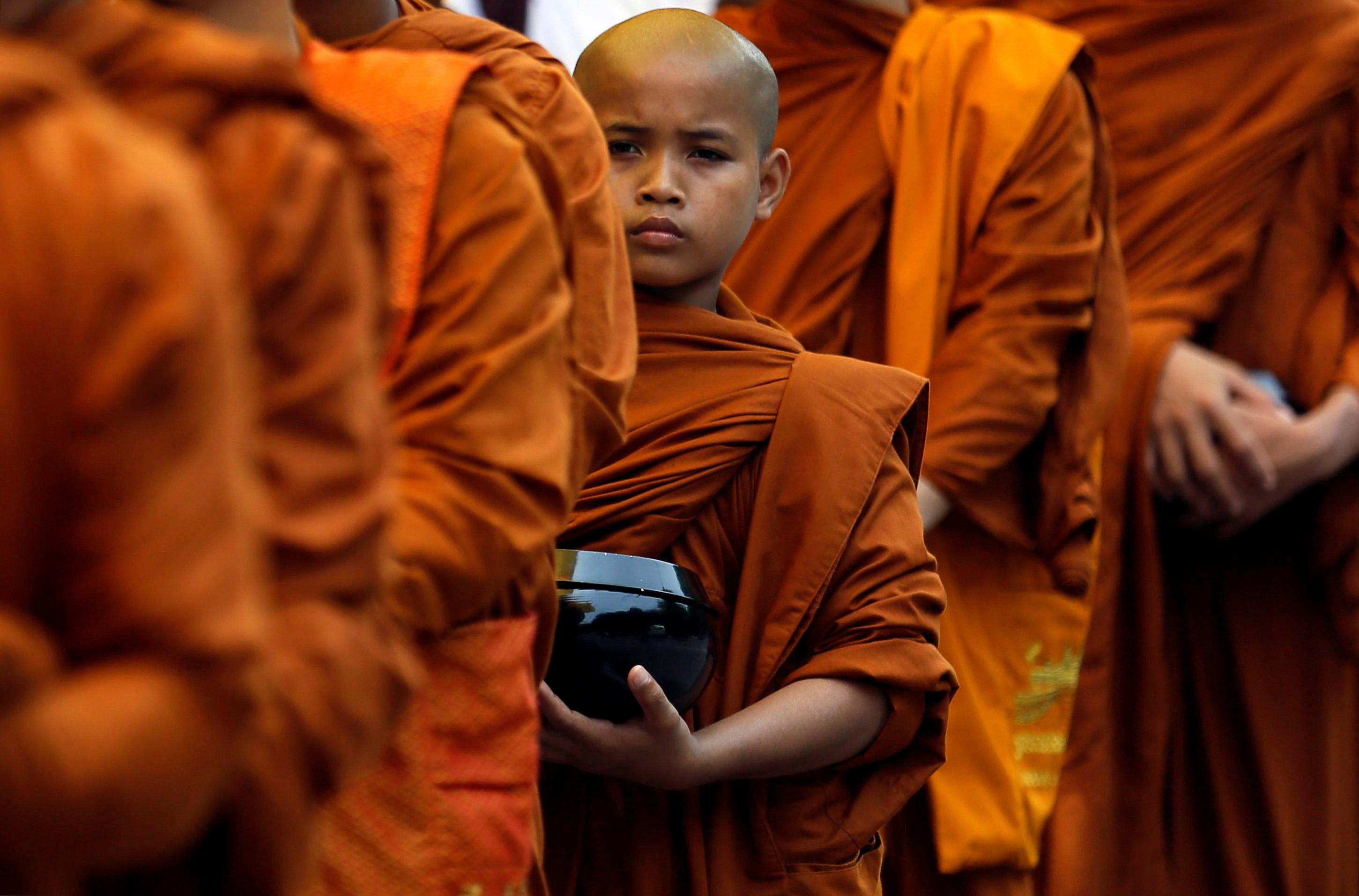 2017 05 11T063309Z 1644504143 RC15DC5C92A0 RTRMADP 3 RELIGION VESAK SRI LANKA