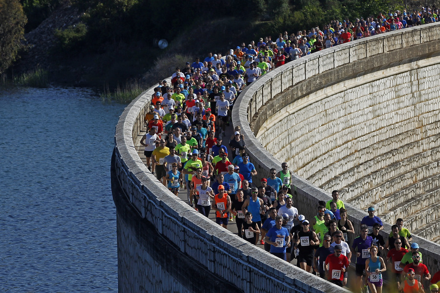 5b1220eef6 Αγώνας δρόμου γύρω από το φράγμα της Λίμνης Μαραθώνα (pics) - CNN.gr