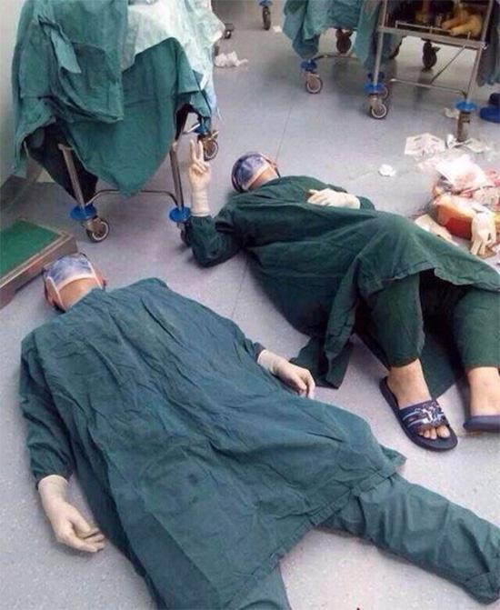 zjvgf surgeons collapse after 32 hour surgery 1