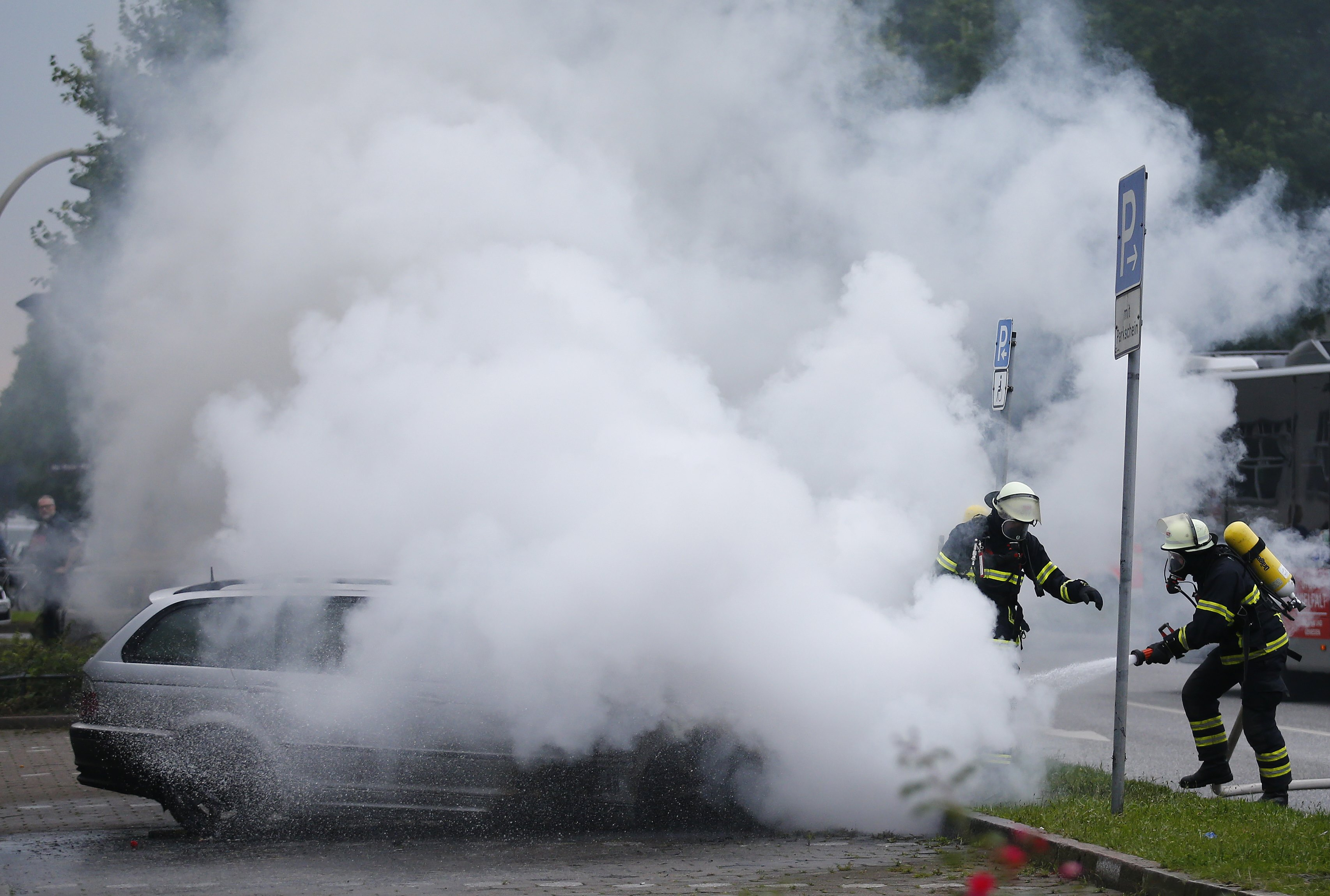 2017-07-07T061412Z 1435210371 UP1ED770HBNHB RTRMADP 3 G20-GERMANY-PROTEST