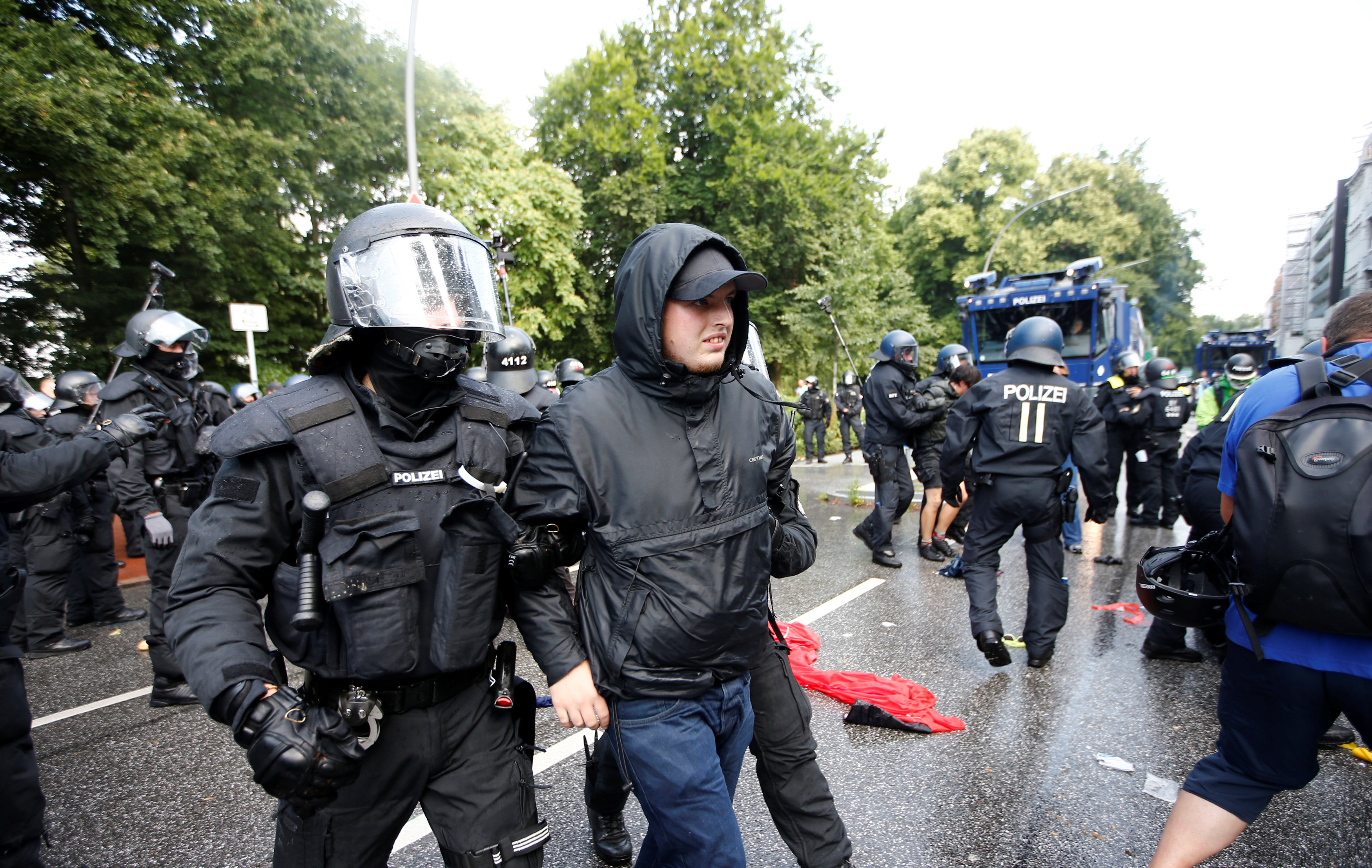 2017-07-07T102000Z 546916319 UP1ED770MHHIV RTRMADP 3 G20-GERMANY-BLOCKADES