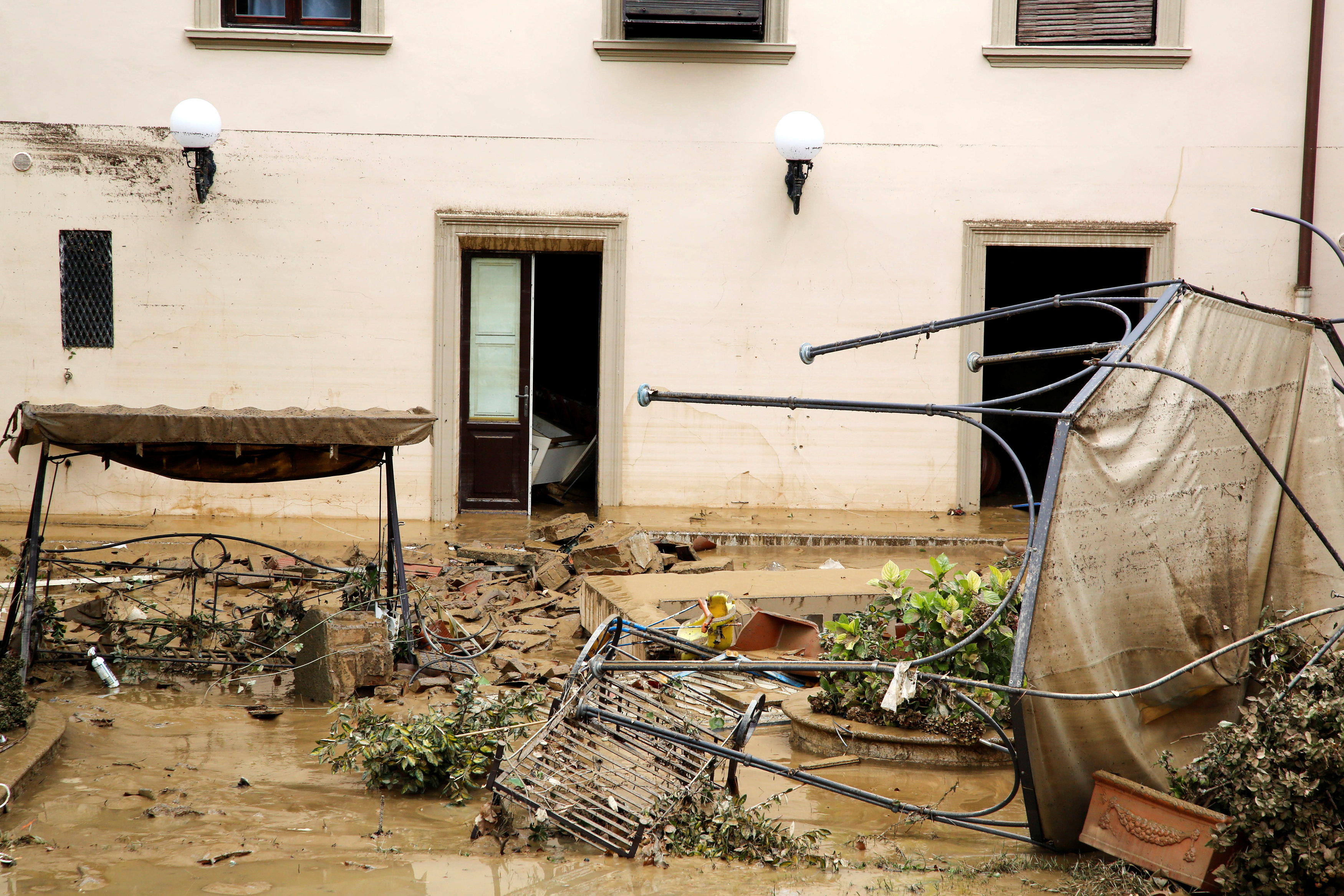 2017 09 10T120847Z 2034862273 RC1114AD8A20 RTRMADP 3 ITALY FLOODS TUSCANY