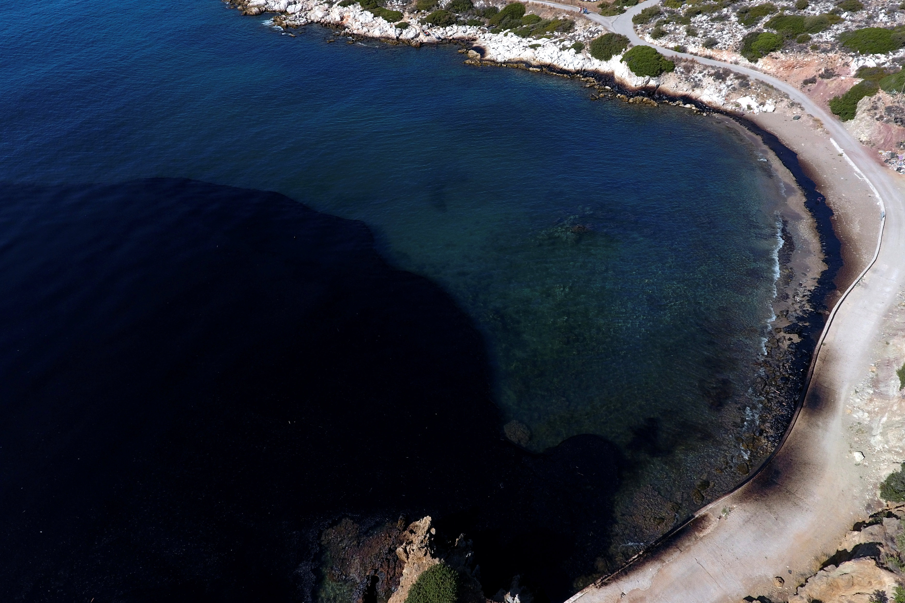 2017 09 12T140800Z 704141142 RC1E9791EF60 RTRMADP 3 GREECE ENVIRONMENT OIL SPILL