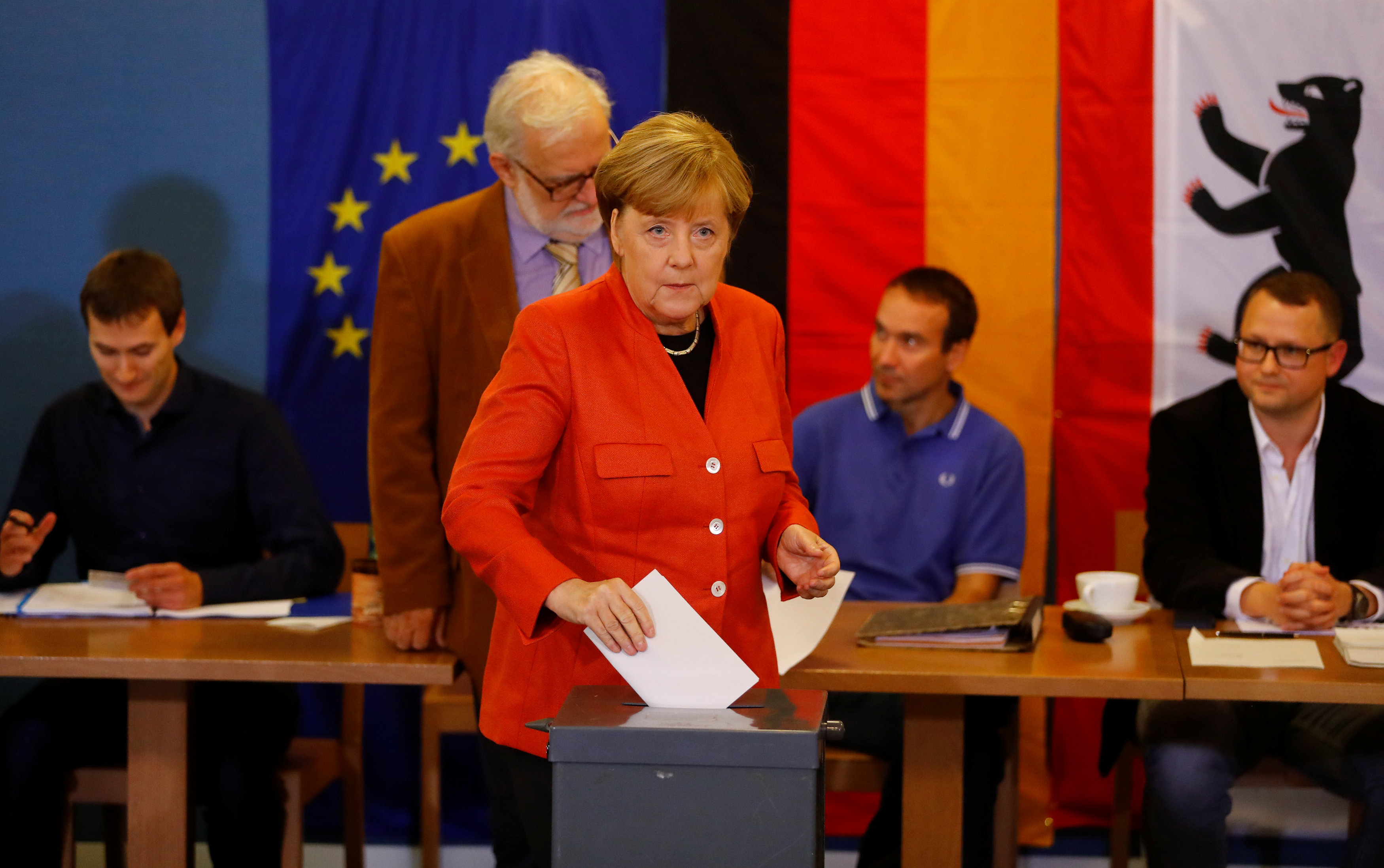 2017 09 24T123310Z 1576834506 RC1B340F1A60 RTRMADP 3 GERMANY ELECTION MERKEL VOTES