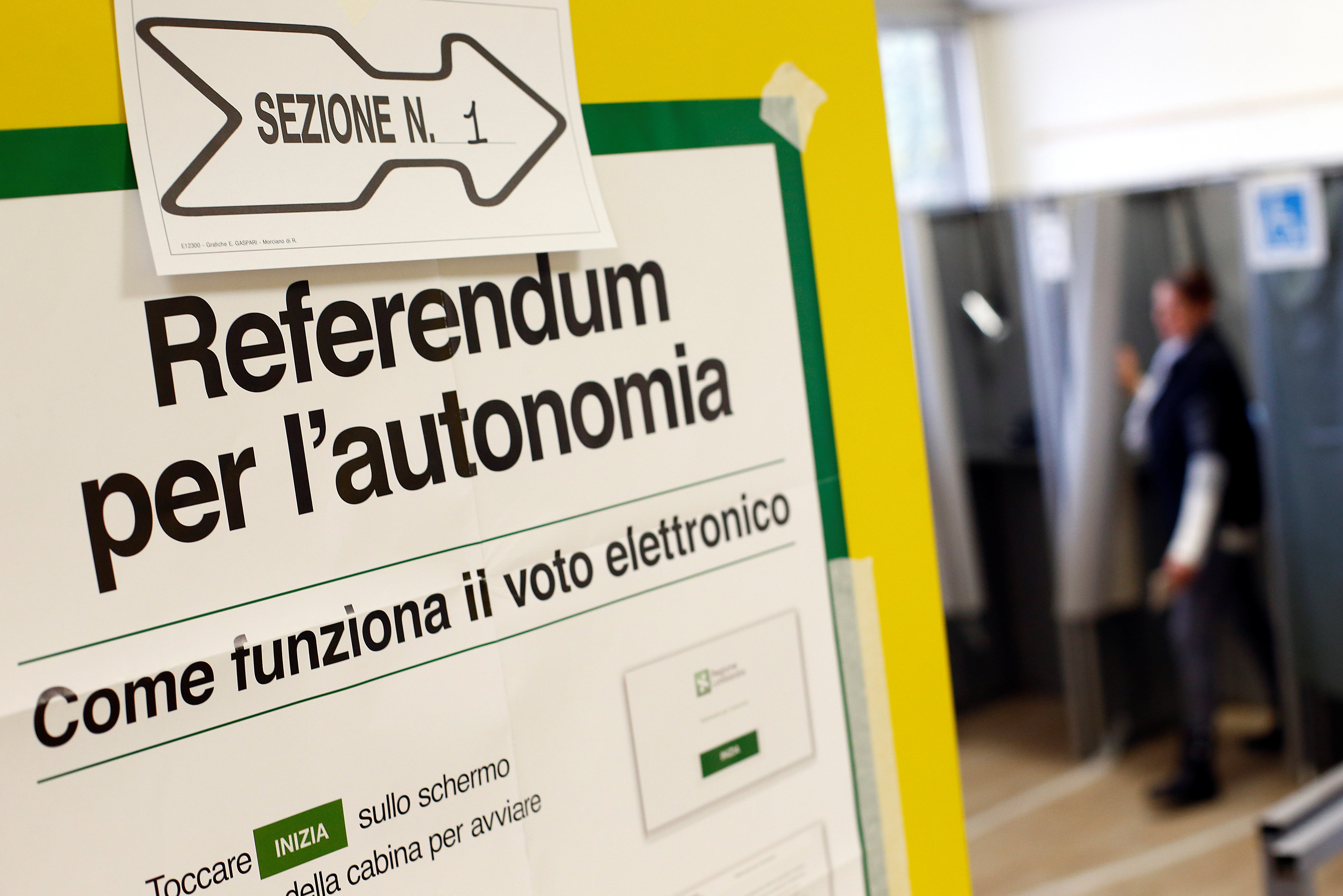 2017 10 22T093107Z 672668953 RC1969B487D0 RTRMADP 3 ITALY POLITICS REFERENDUM
