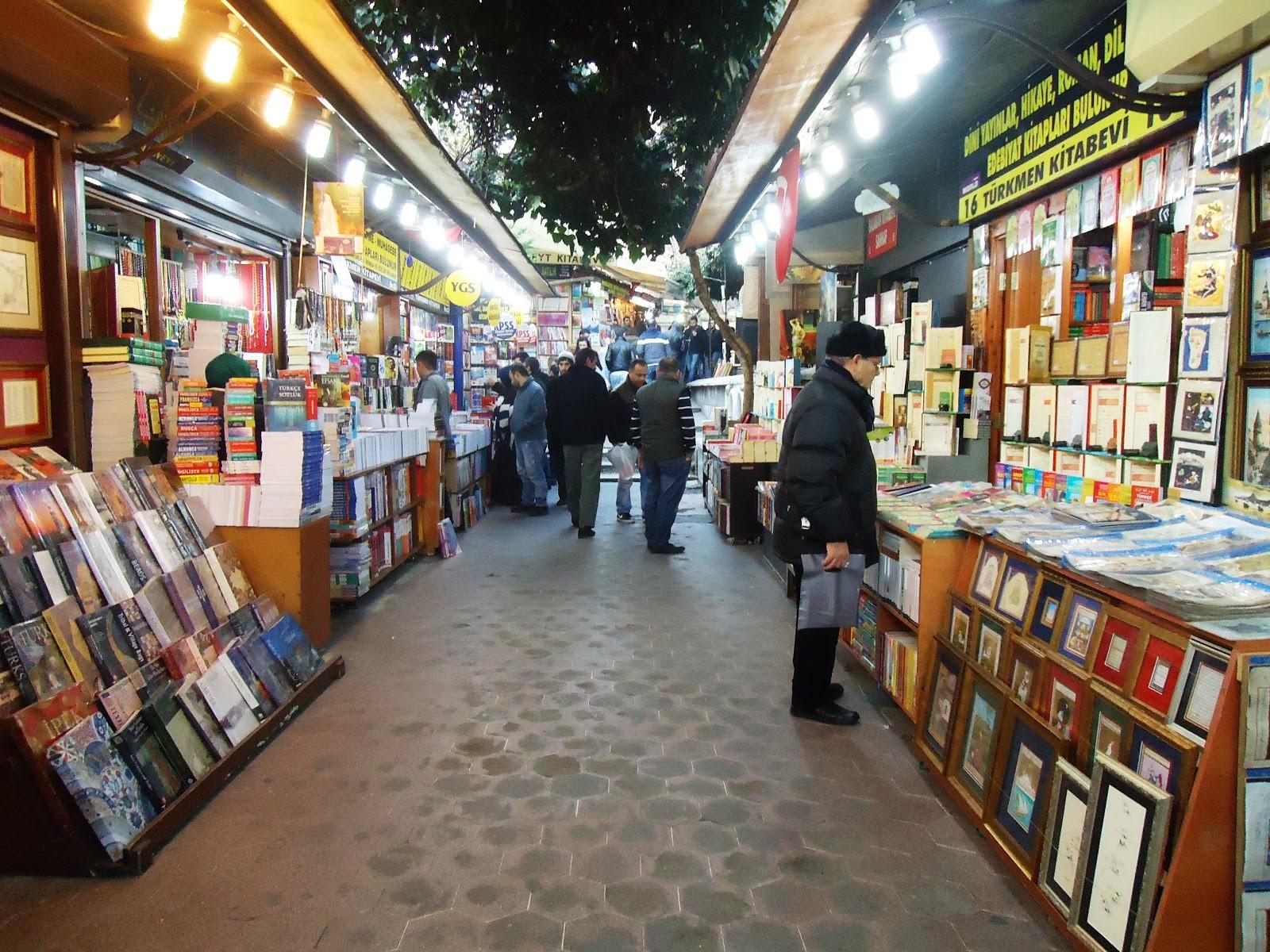 57e863dee8 Ένα από τα πιο μικρά παζάρια της Κωνσταντινούπολης είναι το Arasta και  βρίσκεται κοντά στο τζαμί Sultan Ahmed. Φημίζεται για τα λαμπερά του  κοσμήματα