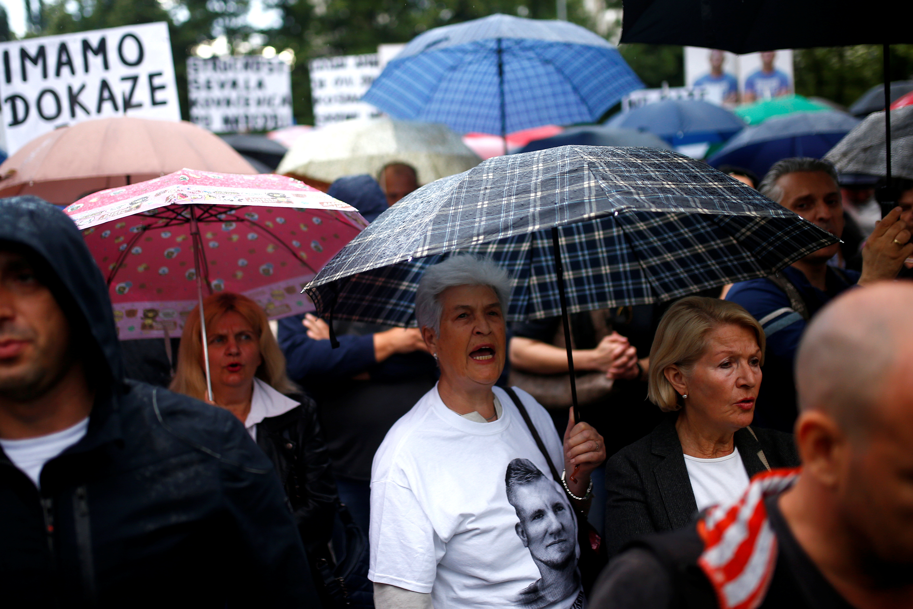 2018-05-15T211645Z_568544840_RC1E045D5200_RTRMADP_3_BOSNIA-PROTESTS.JPG