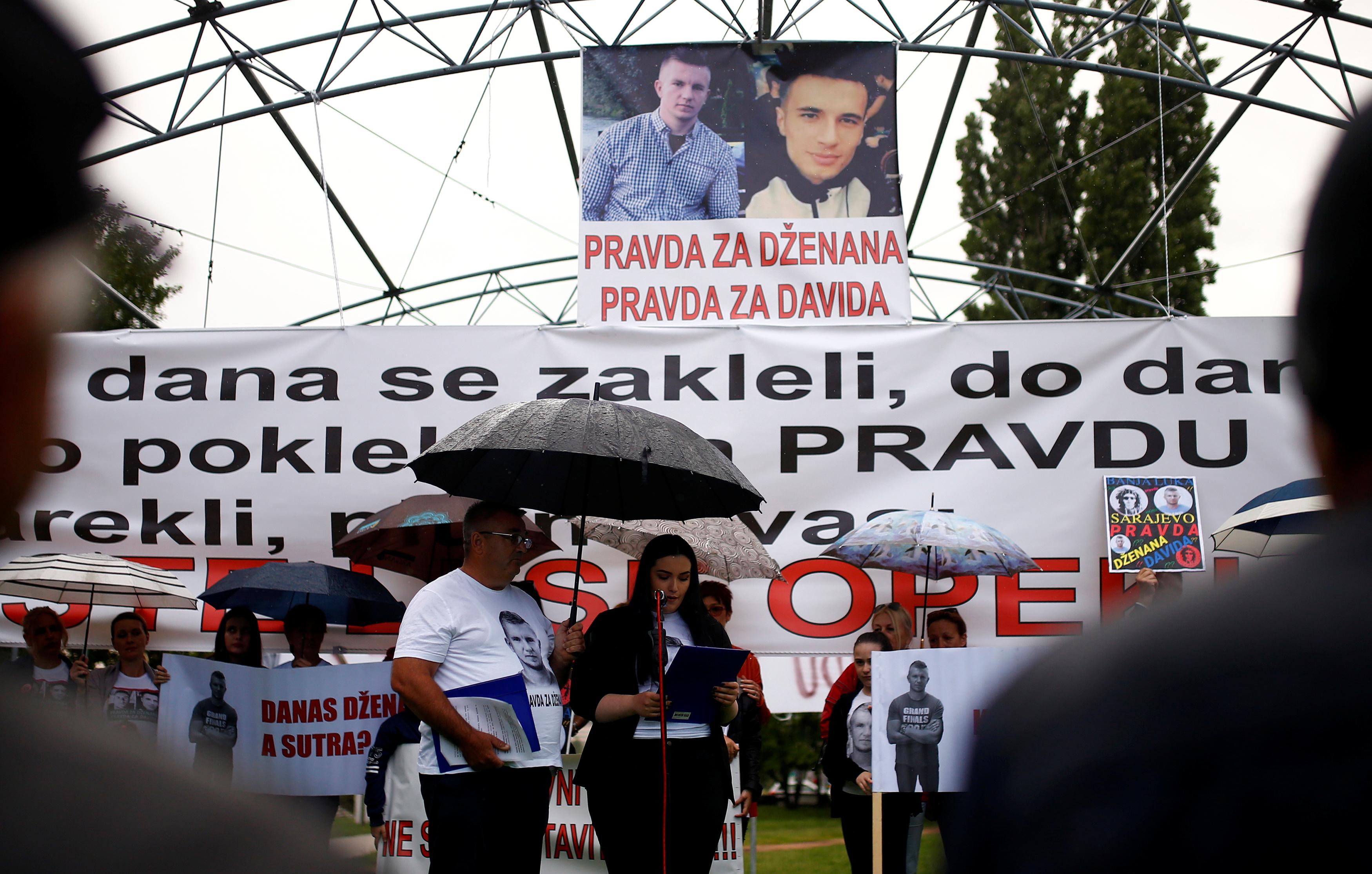 2018-05-15T220454Z_2121108575_RC1DBE518440_RTRMADP_3_BOSNIA-PROTESTS.JPG