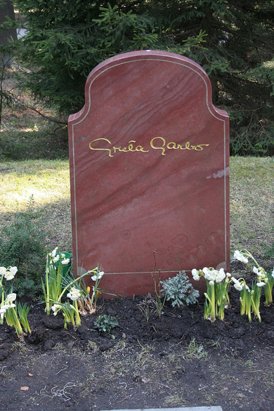 800px Greta Garbo gravestone