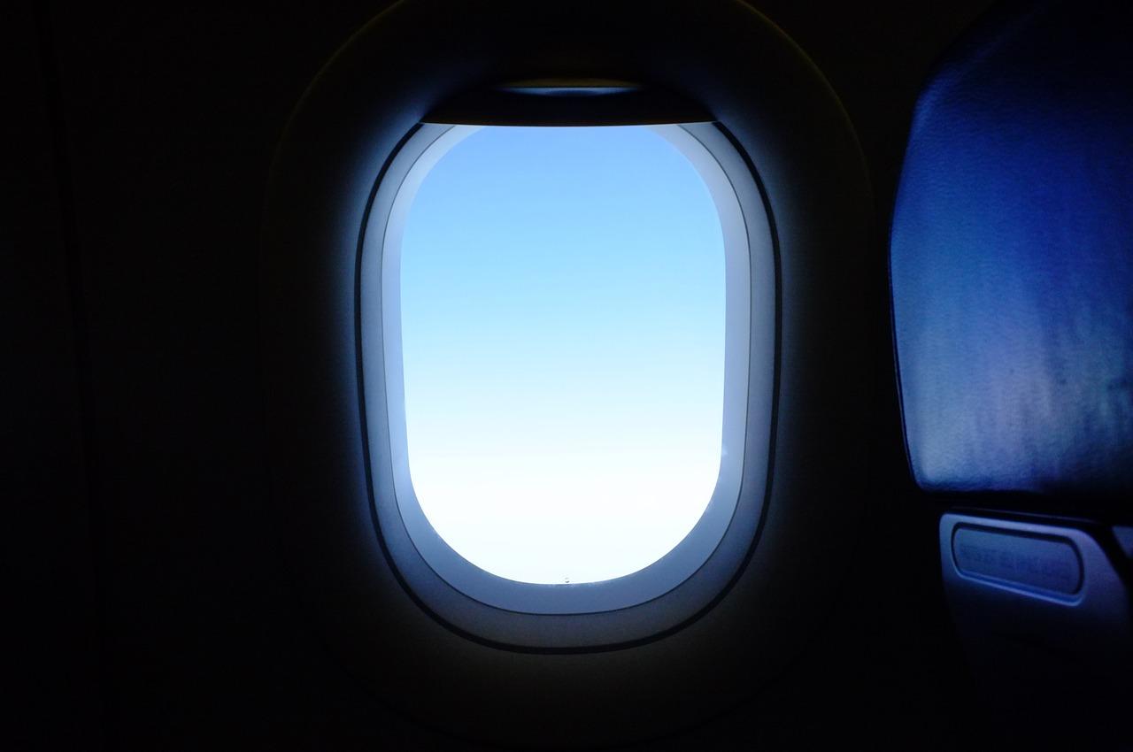 airplane 2620112 1280