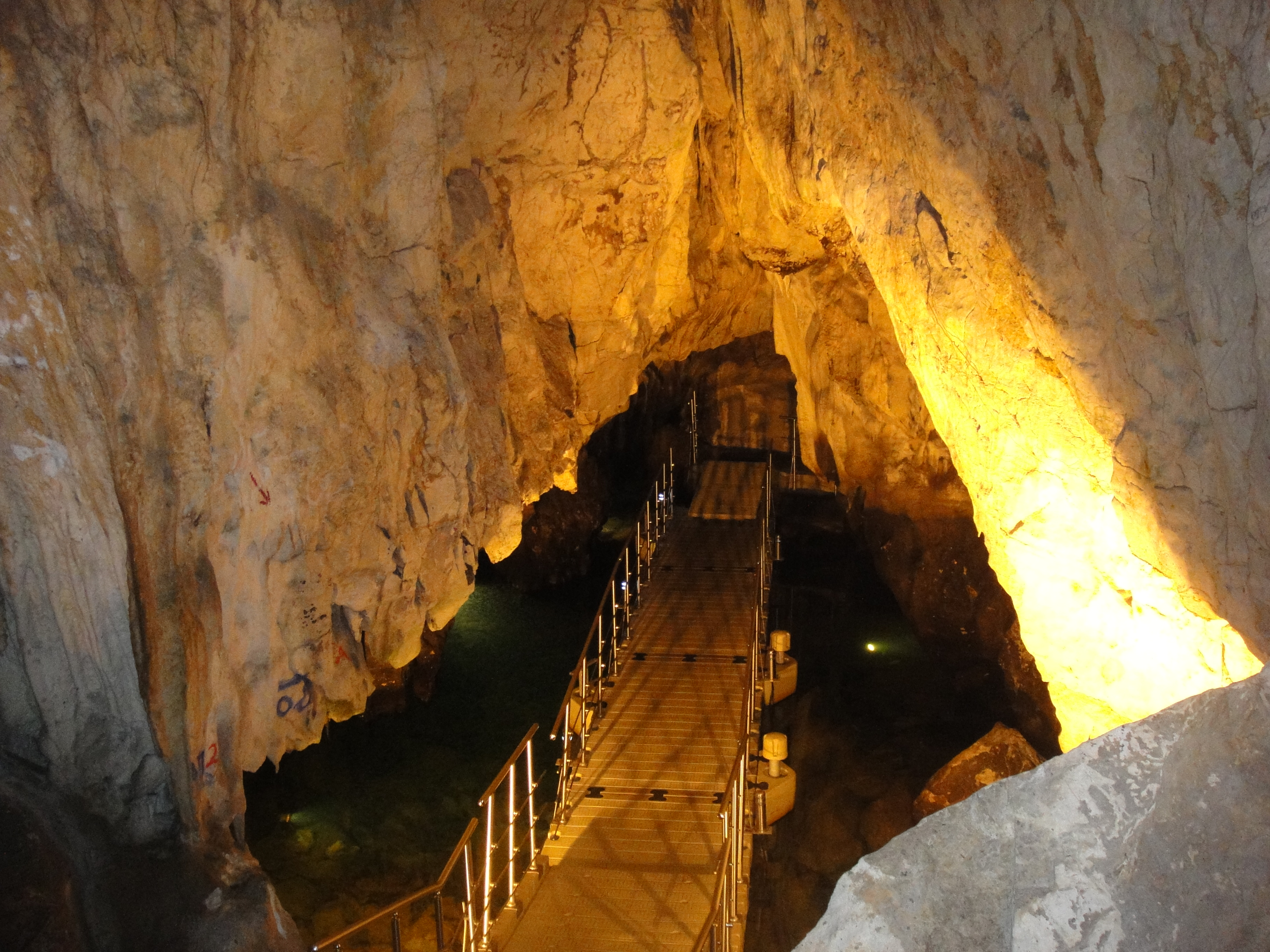Οικισμός Δισπηλιού και Σπήλαιο του Δράκου