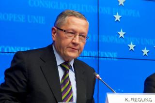 Το πλέον ευνοϊκά δομημένο χαρακτηρίζει το ελληνικό χρέος ο επικεφαλής του ESM Κλάους Ρέγκλινγκ