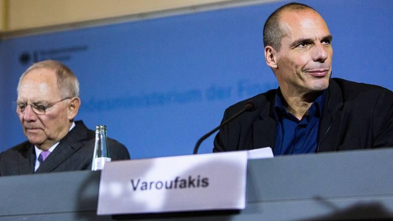 Οι αγορές μετρούν τις ζημιές από τη Volkswagen και το Βερολίνο θυμάται τον Βαρουφάκη