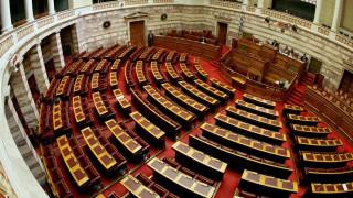 Σε κλίμα αντιπαράθεσης η συζήτηση στη Βουλή για το τρίτο μνημόνιο