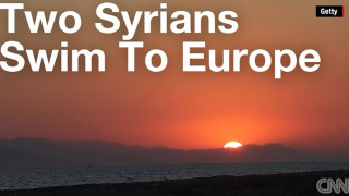 Σύροι κολυμπούν για να φτάσουν στην Ευρώπη