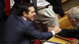 Με 155 ναι και 144 όχι η νέα κυβέρνηση ΣΥΡΙΖΑ ξεκινά το έργο της