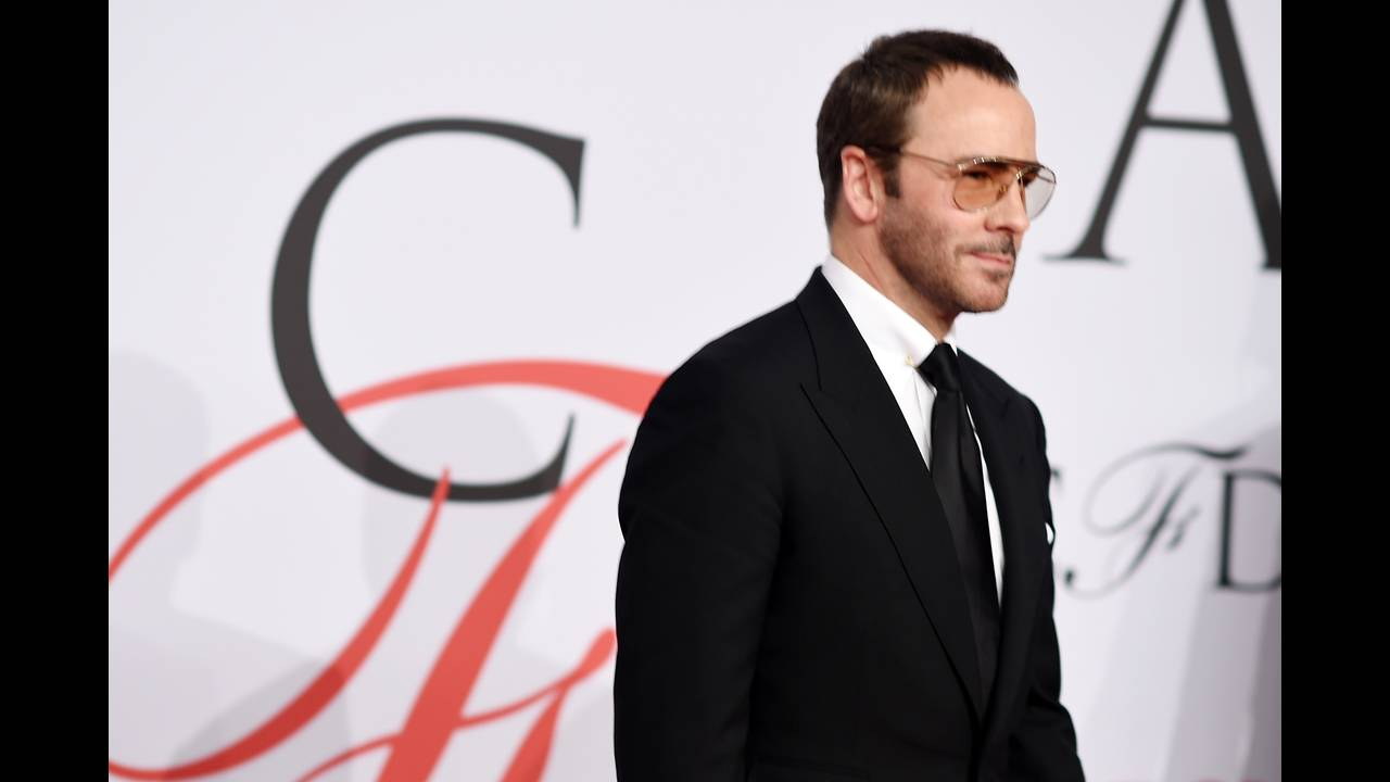 https://cdn.cnngreece.gr/media/news/2015/10/16/983/photos/snapshot/Tom-Ford-British-Fashion-Awards-2015.jpg