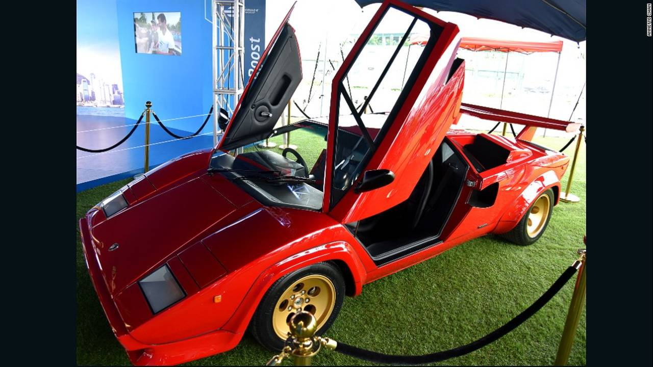 https://cdn.cnngreece.gr/media/news/2015/10/18/1071/photos/snapshot/hong-kong-classic-cars-Lamborghini400-GT-2-2.jpg