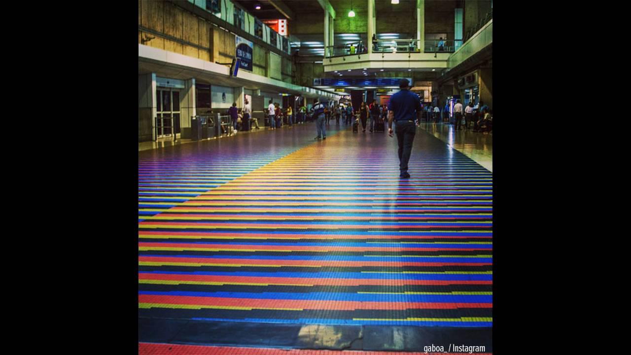 https://cdn.cnngreece.gr/media/news/2015/10/20/1214/photos/snapshot/caracas-airport-pc.jpg