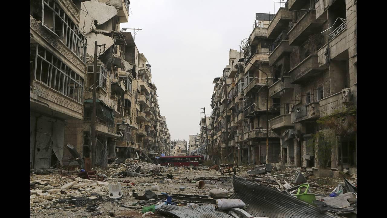https://cdn.cnngreece.gr/media/news/2015/10/24/1525/photos/snapshot/Aleppo-destruction.jpg