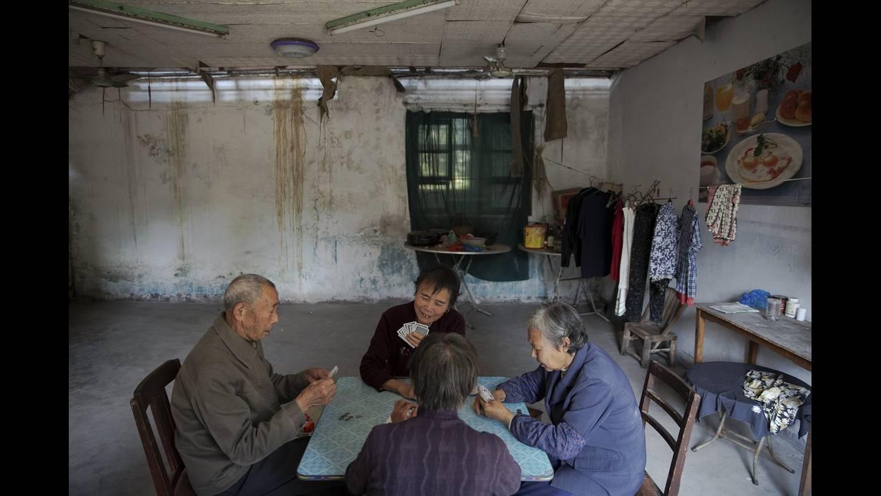 https://cdn.cnngreece.gr/media/news/2015/10/28/2101/photos/snapshot/CHINA-HOSPICE-WIDERIMAGE-REUTERS16-Damir-Sagolj.jpg