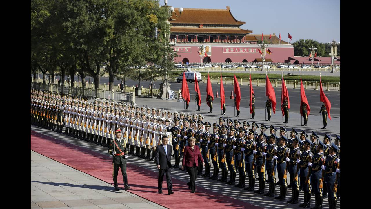 https://cdn.cnngreece.gr/media/news/2015/10/29/2283/photos/snapshot/Germany-China-Merkel-Welcome-Long-2015-10-29.JPG