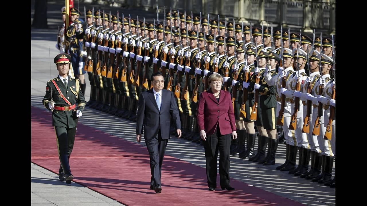 https://cdn.cnngreece.gr/media/news/2015/10/29/2283/photos/snapshot/Germany-China-Merkel-Welcome-Reuters-2015-10-29.JPG