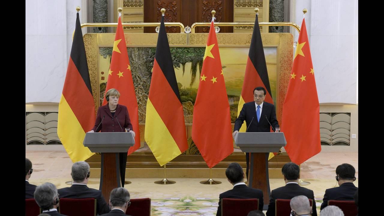 https://cdn.cnngreece.gr/media/news/2015/10/29/2283/photos/snapshot/Merkel-China-2015-10-29-Reuters.JPG