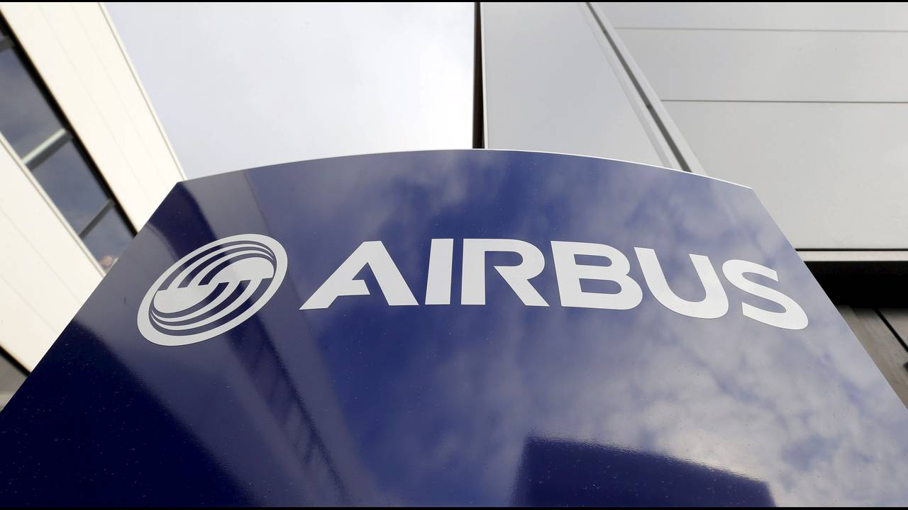 https://cdn.cnngreece.gr/media/news/2015/10/29/2283/photos/snapshot/Merkel-China-Airbus-2015-10-29-Reuters.JPG