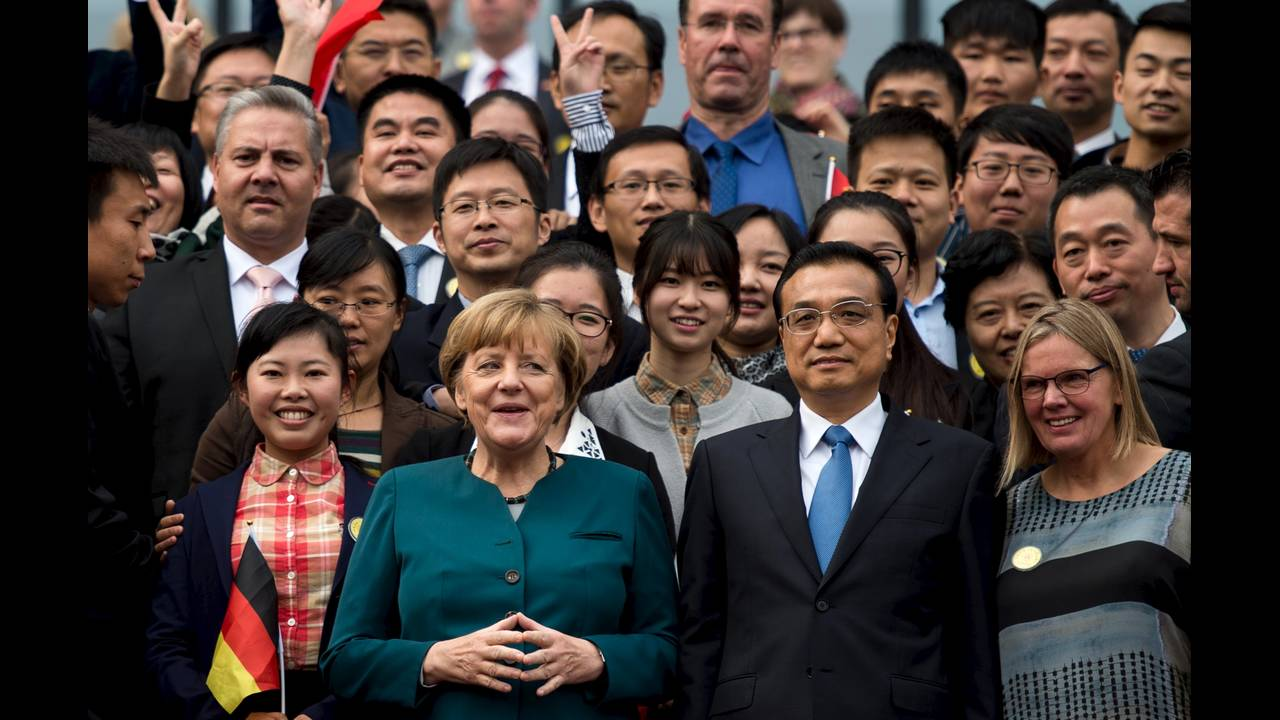 https://cdn.cnngreece.gr/media/news/2015/10/29/2283/photos/snapshot/Merkel-China-Hefei-B-2015-10-30-Reuters.JPG