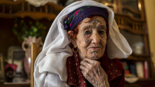 Οι γυναίκες των Βερβέρων έκαναν τατουάζ αντί make up