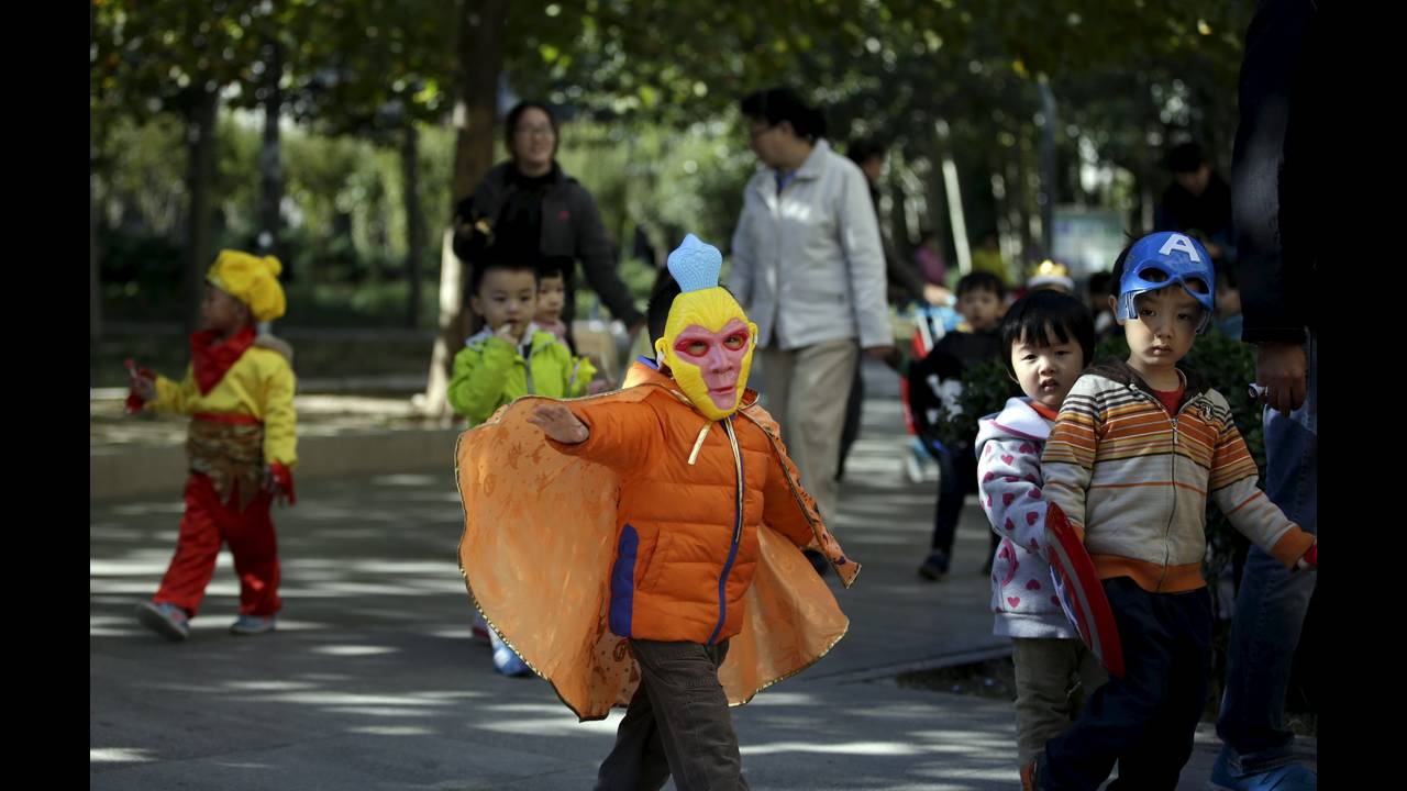 https://cdn.cnngreece.gr/media/news/2015/10/30/2711/photos/snapshot/CHINA-POPULATION-REUTERS-Jason-Lee.jpg