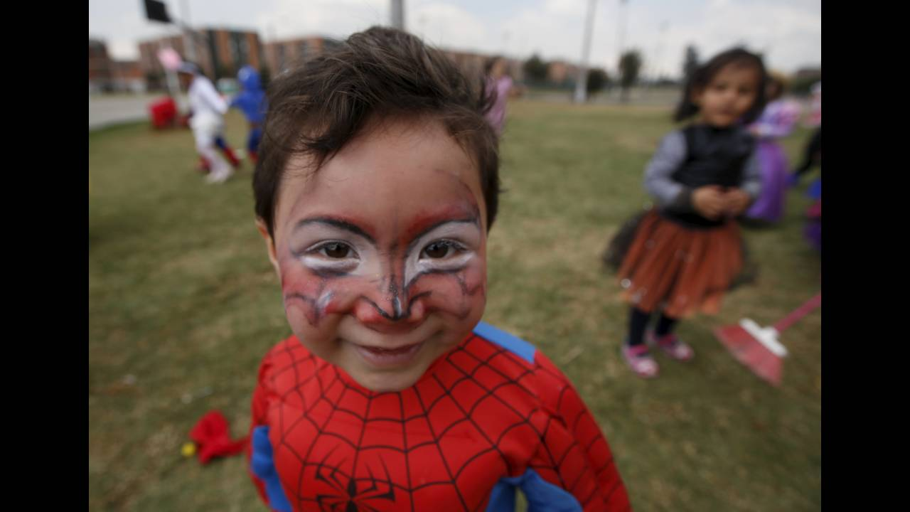https://cdn.cnngreece.gr/media/news/2015/10/30/2711/photos/snapshot/HALLOWEEN-COLOMBIA-REUTERS-John-Vizcaino.jpg