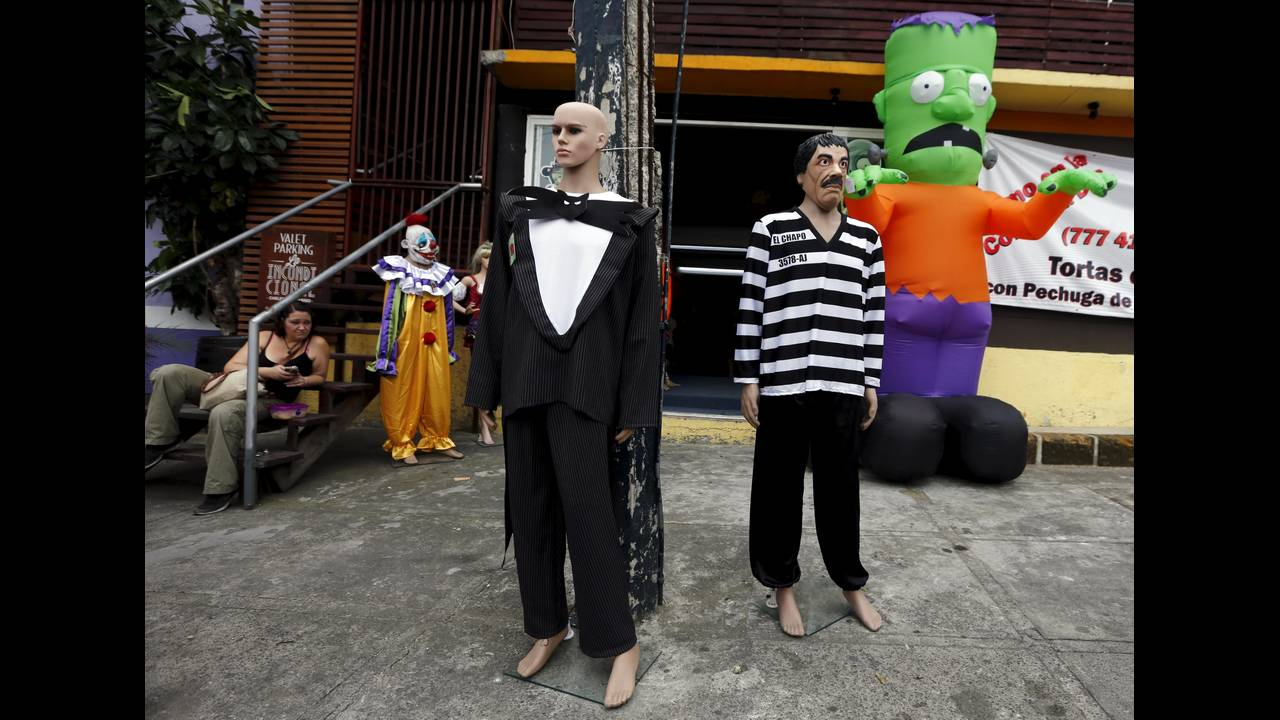 https://cdn.cnngreece.gr/media/news/2015/10/30/2711/photos/snapshot/HALLOWEEN-MEXICO-ELCHAPO-REUTERS-Henry-Romero.jpg