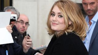 Η Adele επανέρχεται με νέο ρεκόρ στις ψηφιακές πωλήσεις