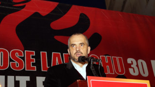 Αβγά στο αυτοκίνητο του Αλβανού πρωθυπουργού