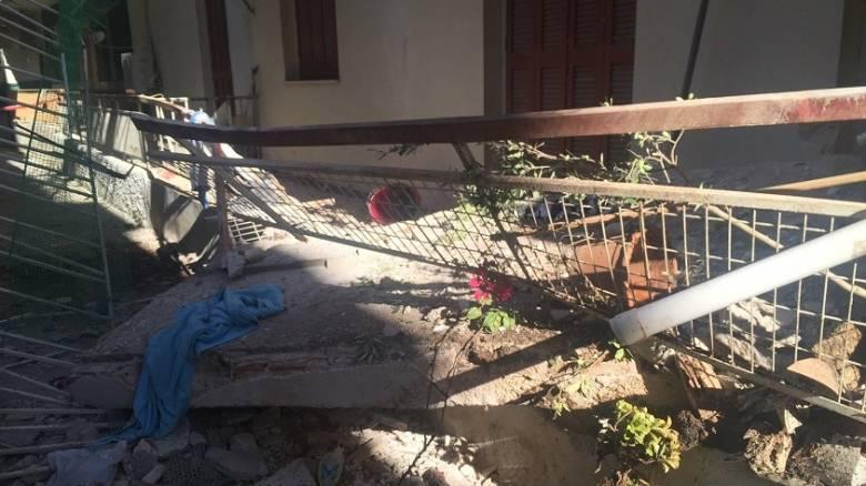 Κατέρρευσε μπαλκόνι στη Νέα Φιλαδέλφεια