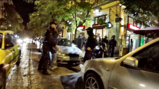 Περπατούσε κρατώντας σπαθί στο κέντρο της Αθήνας