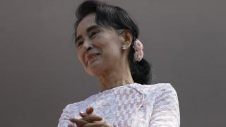Βιρμανία: Συντριπτική εκλογική νίκη για την ηγέτιδα της αντιπολίτευσης