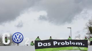 Στις χαμηλές επενδυτικές βαθμίδες «πετά» τη Volkswagen η Fitch