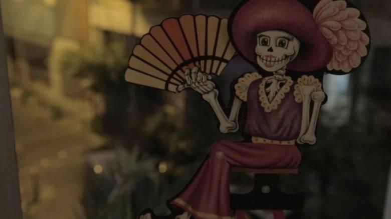 """""""Ημέρα των νεκρών"""" στην Αθήνα. Νεκροκεφαλές και ζεστή σοκολάτα..."""