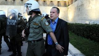 Αστυνομία ψάχνει, Κουμουτσάκος τουιτάρει