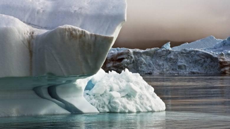Λιώνει παγετώνας στην Γροιλανδία και ανεβαίνει το επίπεδο του νερού των ωκεανών